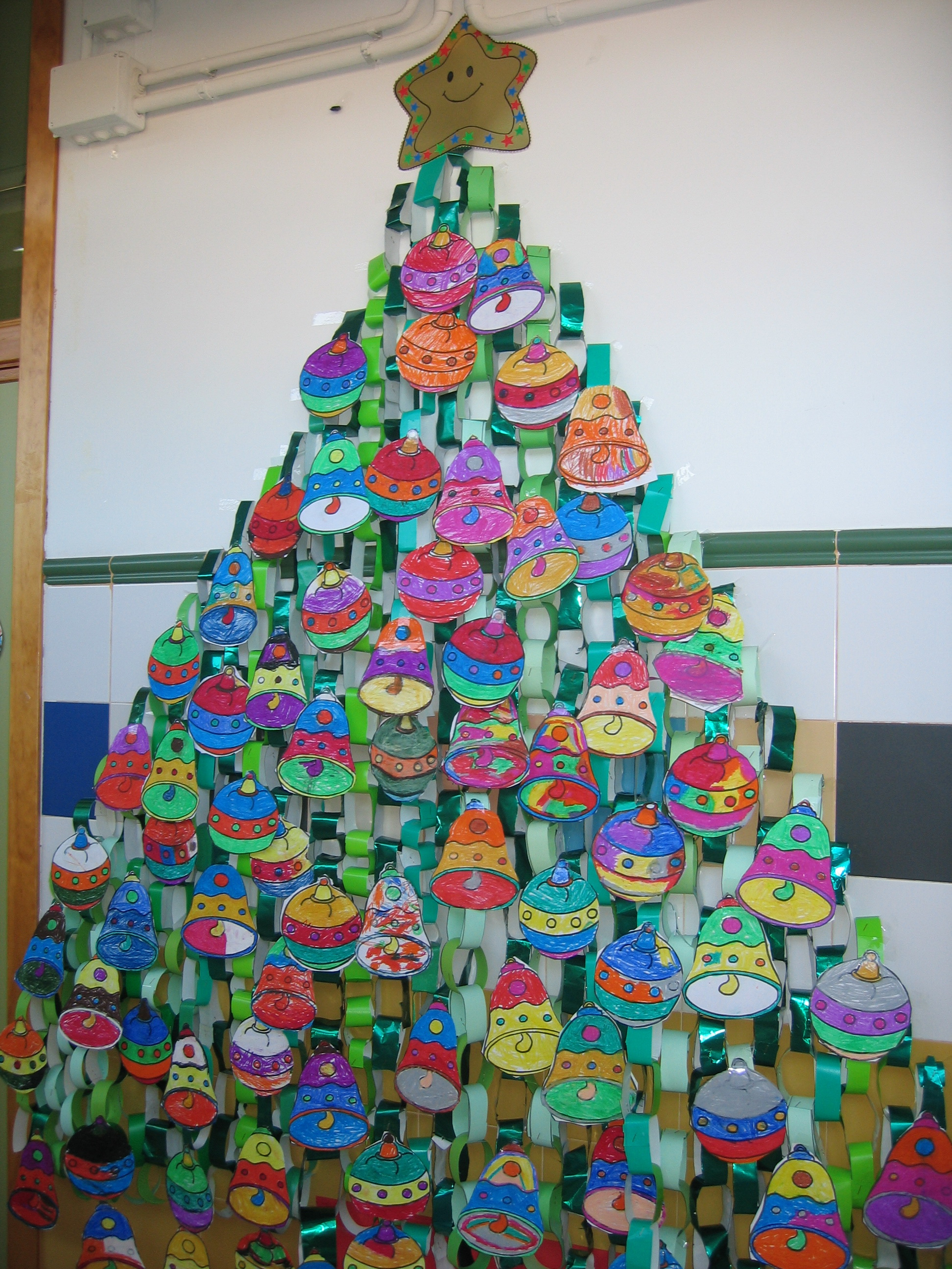 Decoracion Infantil Navidad ~ Este a?o nuestros alumnos y alumnas( 4 a?os) han elaborado un abeto